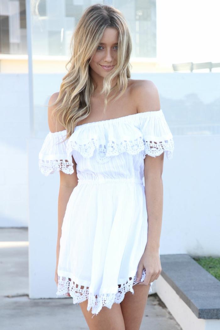 vestidos hippies, mini vestido ibicenco blanco, con hombros caídos y volantes , escote palabra de honor