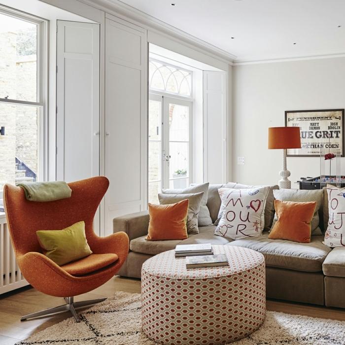 palon con paredes blancos, que colores se llevan para pintar un salon, sillón color naranja, sofá con cojines, дdecoración moderna