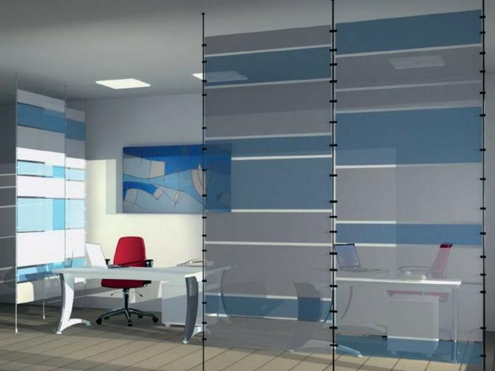 biombos separadores, interior en blanco y azul, oficina separada del salón con un separador de ambientes de cristal