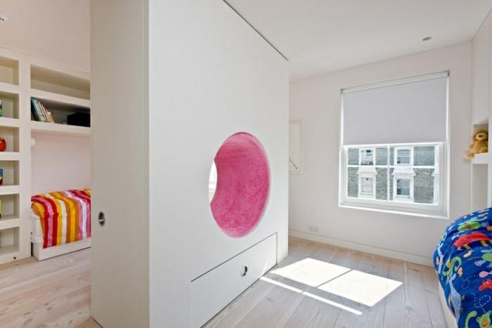separadores, idea encantadora para separar espacios, dormitorio infantil dividido en dos, suelo de madera y paredes en blanco