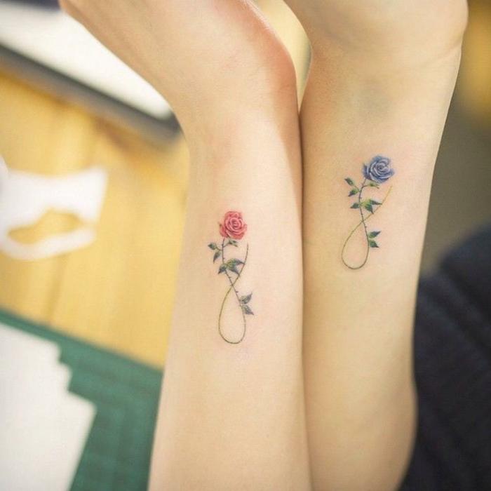 tatuajes flores, idea de tatuajes para amigas, tatuaje en la muñeca, rosa minimalista con simbolo de eternidad