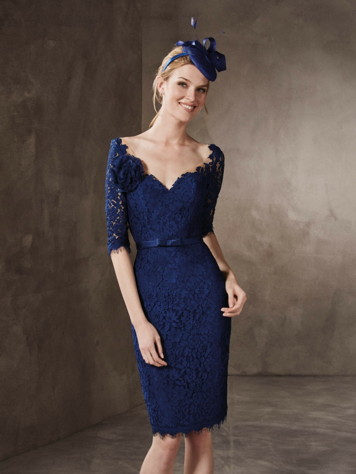 vestidos boda, idea de vestido de madrina en azul royal, media manga con encaje, escote v profundo, gorrito estilo inglés, vestido elegante