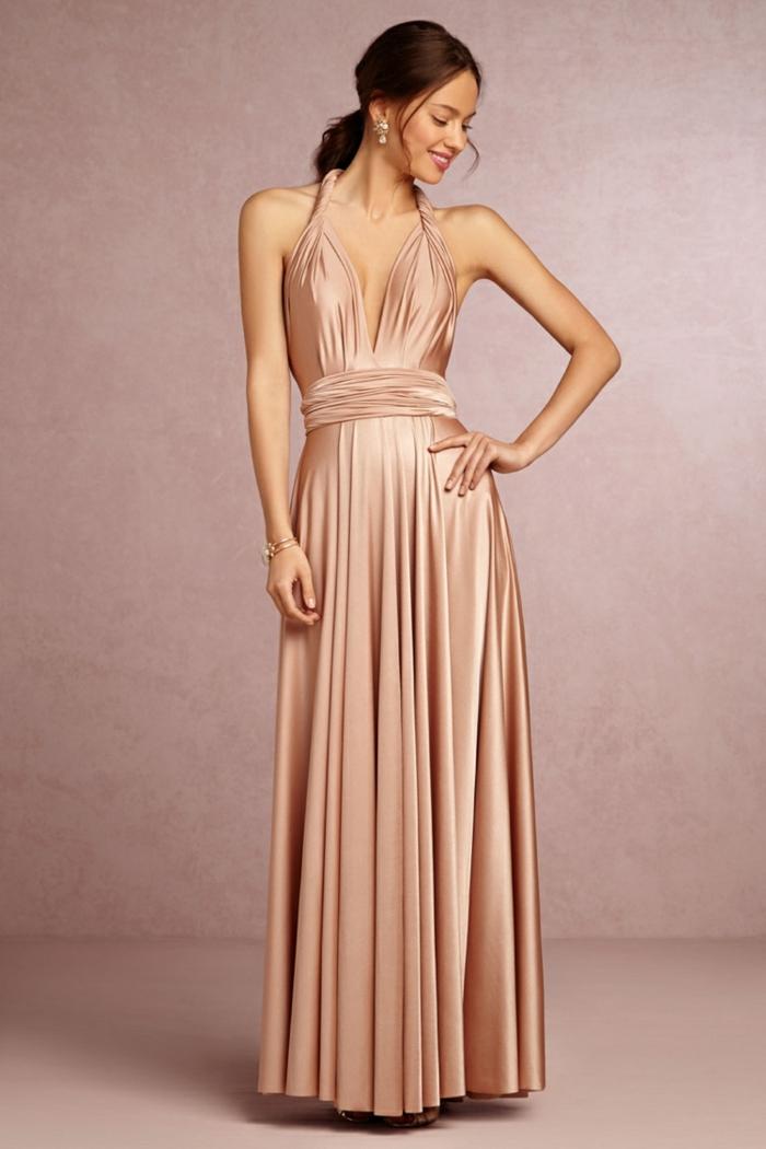 vestidos boda, vestido largo de madrina de raso rosado, corte halter con escote profundo, cinturrón de tela