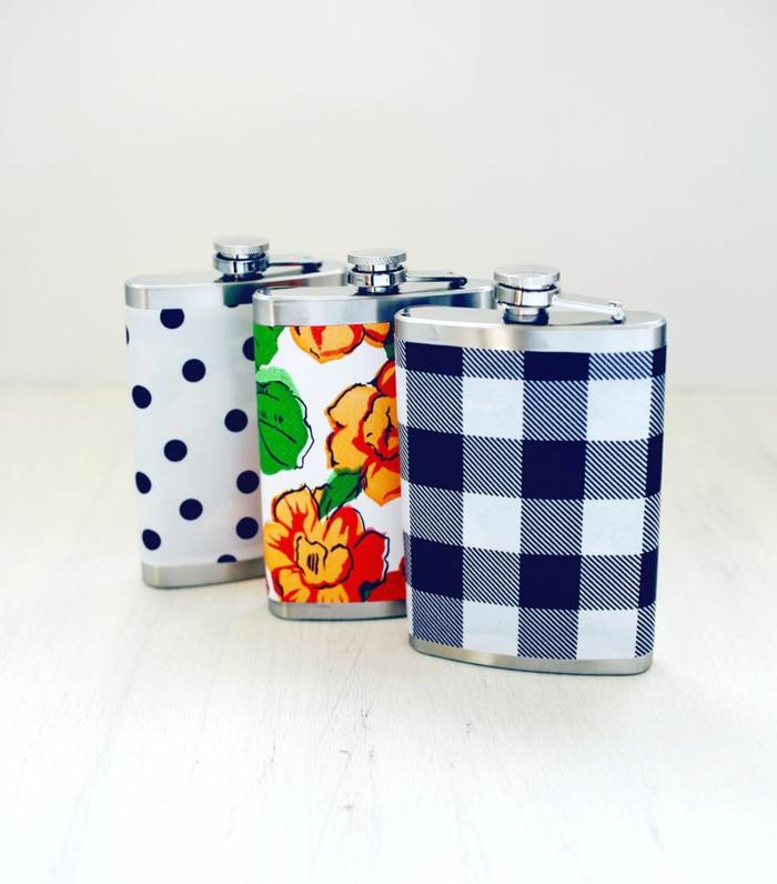 petacas coloridas decoradas con papel pintada con diferentes estampados, manualidades con botellas originales