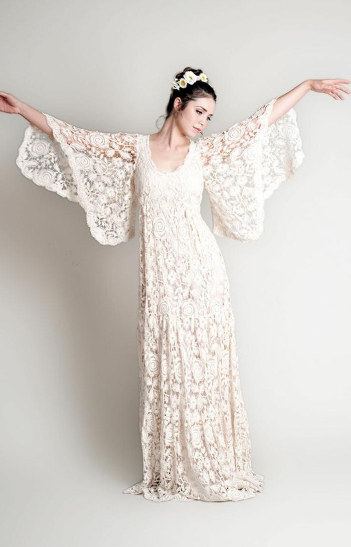 vestidos de novia ibicencos, vestido bohemio largo, escote redondo, encaje guipur, mangas largas anchos, recogido con corona de flores