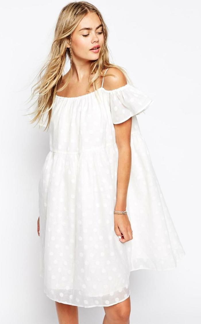 vestidos ibicencos, vestido ancho blanco, media pierna, correas delgadas, mangas cortas, hombros caídos, mujer con pelo suelto