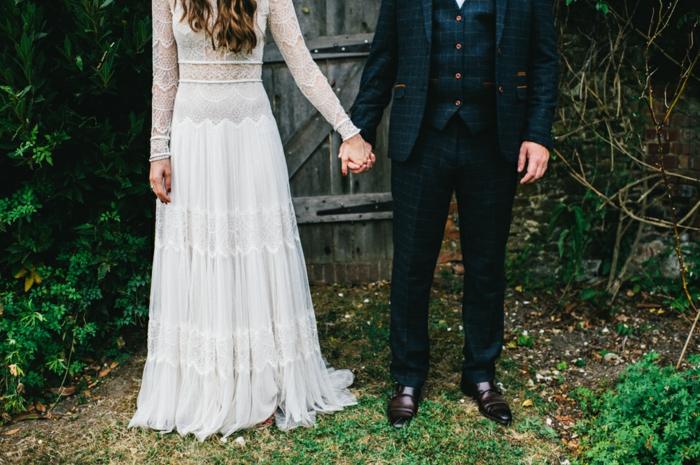 vestidos novia baratos, propuesta en boho chic, vestido de corte princesa de encaje y visillo, vestido de novia con aire romántico