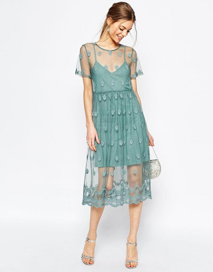 trajes de madrina, vestido de madrina de dos partes a media pierna, color aguamarina, encaje fino, escote ilusión, sandalias y bolsa plateado