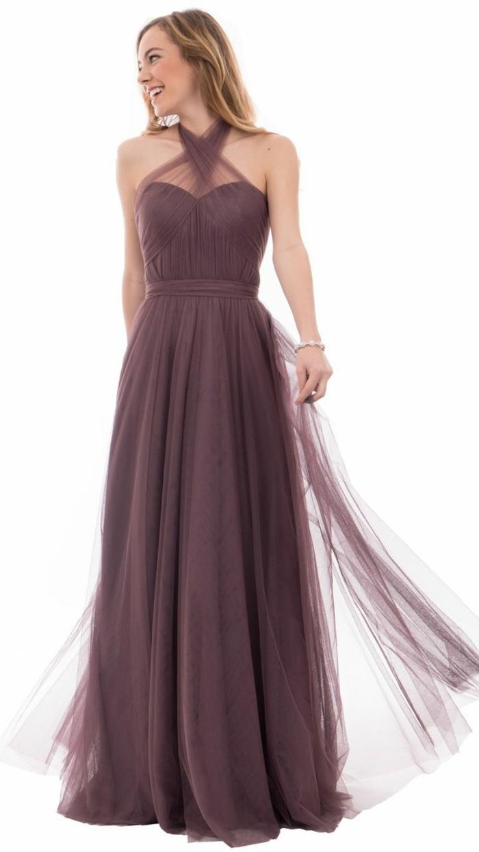 vestidos para bodas, vestido de madrina largo con cintura imperio, color morado, falda de tul, corte halter, hombros desnudos