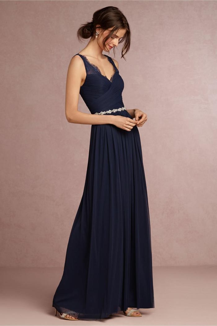 vestidos boda, vestido largo de madrina, talla princesa, cinturon con piedras decorativas, color azul oscuro, correas de encaje, escote v