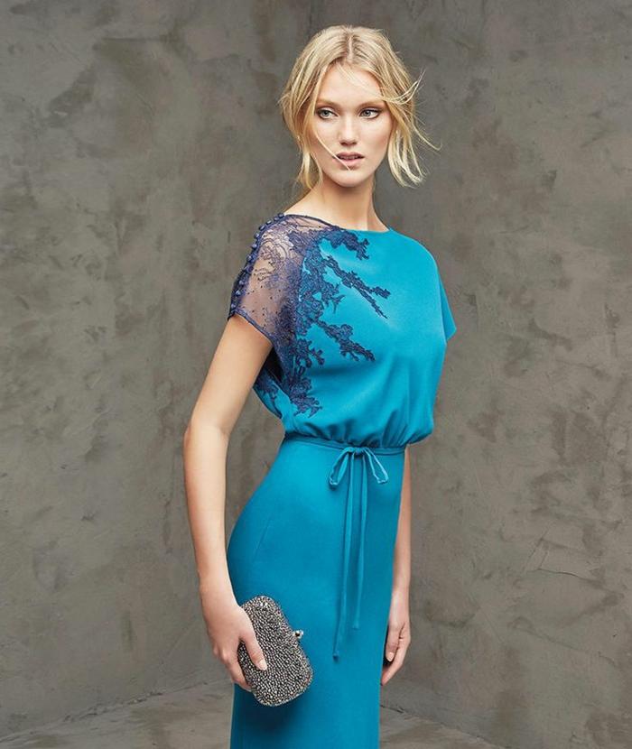 vestidos para ir de boda, vestido largo azul celeste para amdrina, cintura imperio con cinturón lazo, manga con encaje en azul oscuro