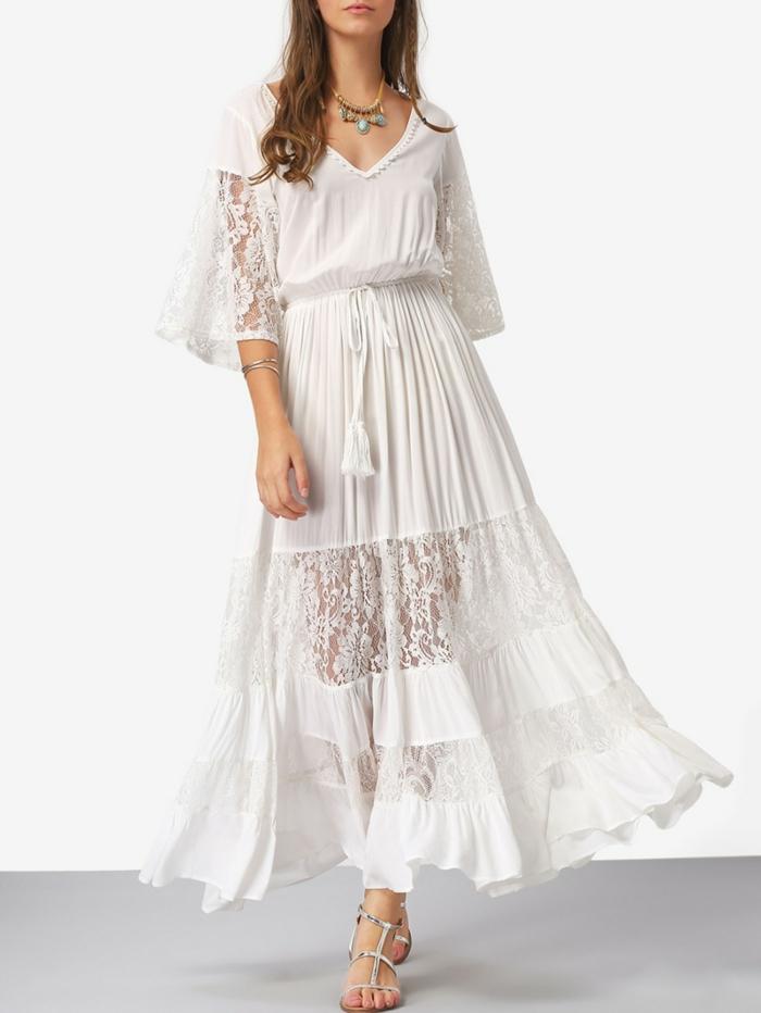 vestido blanco ibicenco, vestido largo blanco con cinturón con lazo, falda y mangas largas con encaje, estote V, sandalias bajas