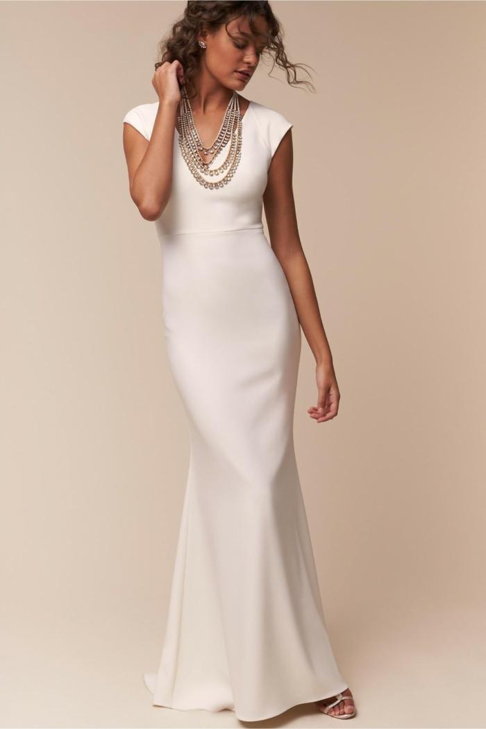 vestidos de novia pronovias, vestido elegante de líneas limpias y cortas mangas, corte de vestido sirena, pelo semirecogido