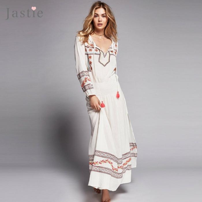 ropa ibicenca,vestido largo beige con bordado de motivos florales en tonos rojos, escote v, mangas largas