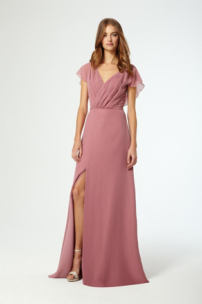 vestidos de ceremonia, vestido de madrina con cintura imperio, color rosado, hendidura pequeña, escote v, estilo romántico, plo suelto