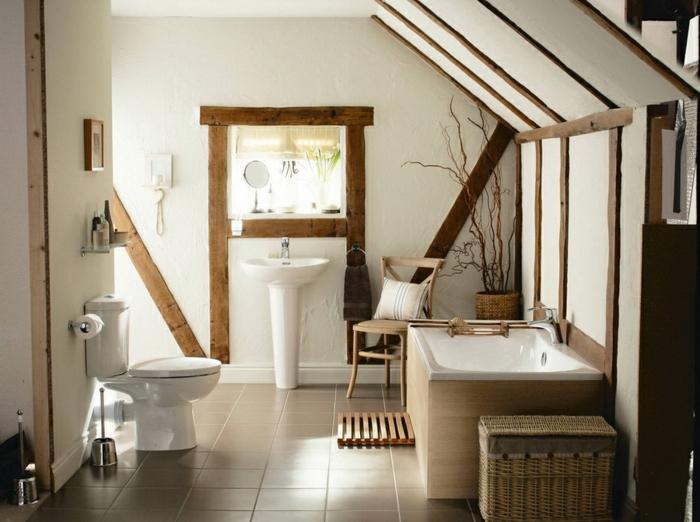 entorno en colores claros decorado con vigas de madera, muebles de baño rusticos en colores claros