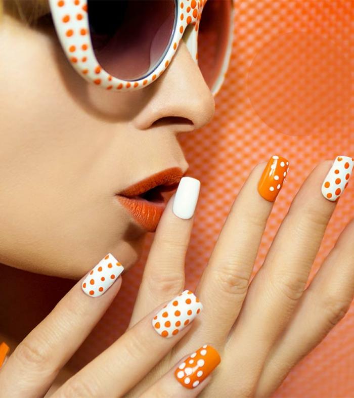 precioso diseño de uñas con lunares en naranja y blanco, uñas decoradas diseños actuales pintadas en color blanco y naranja, tendencias en la manicura 2018