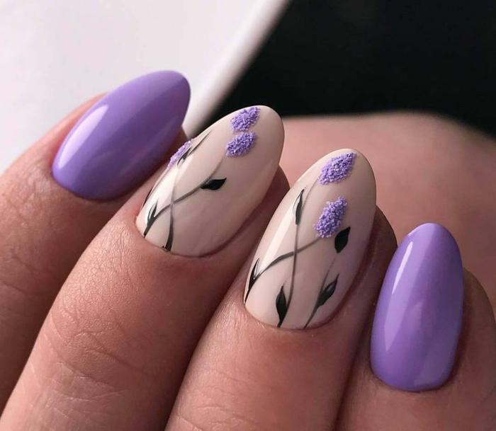 diseño de uñas de encanto con motivos florales, uñas en gel decoradas en color lila y beige, uñas largas en forma de almendra