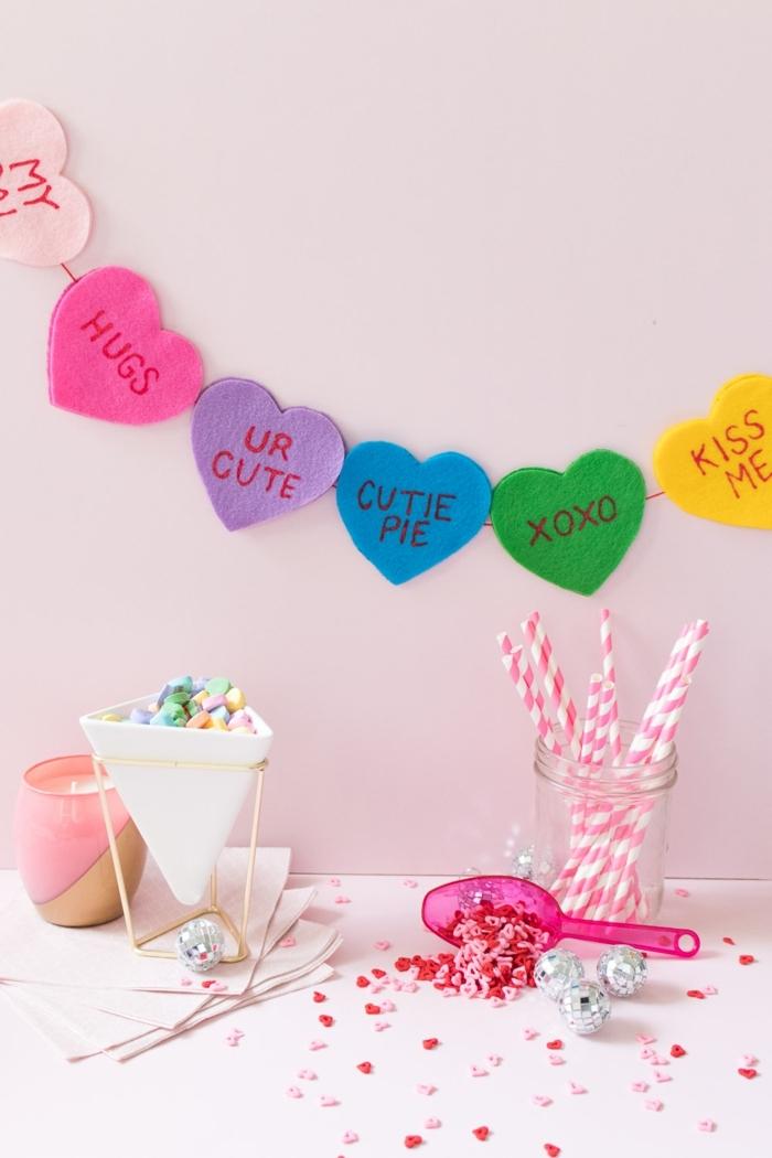 manualidades con tela, ideas de decoracion para el dia de los enamorados, manualidades con tela faciles para decorar la casa