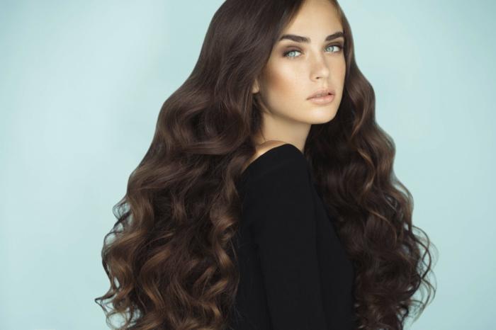 como hacer ondas en el pelo sin calor, larga caballera con mucho volumen, ondas definidas, pelo castaño chocolate