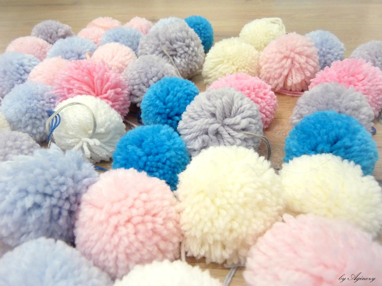 como hacer una alfombra de pompones en casa, manualidades originales para decorar el hogar paso a paso