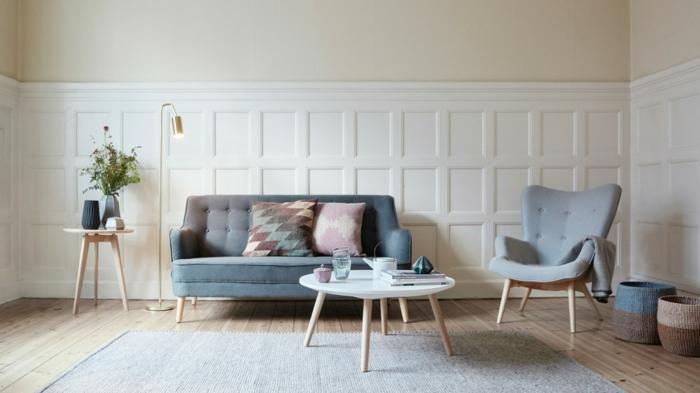 salon de encanto grande decorado en colores pastel, mesa moderna con piernas de madera y suelo de parquet