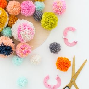 ¿Cómo hacer pompones de lana? - manualidades originales y divertidas