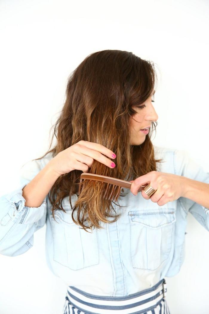 melena con volumen y mechas californianas, instrucciones sobre cómo hacer ondas en el pelo, cabello en color cobrizo