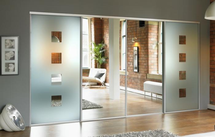 armario con puertas con espejos, interior en estilo minimalista con suelo de parquet y paredes en gris
