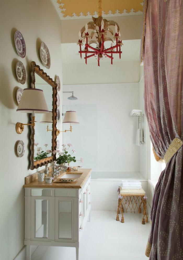 ideas sobre decoracion con espejos, recibidor grande en estilo vintage, tonos claros y decoracion en las paredes