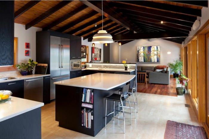 ideas para decorar cocinas abiertas al salon, grande barra en el centro de la cocina, salon moderno abuhardillado, techo con vigas de madera