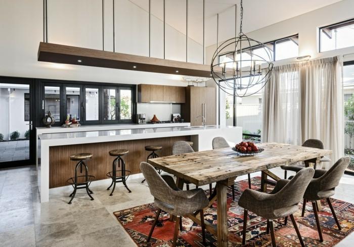 interior con toque rustico, cocinas abiertas al salon de diseño original, larga barra con sillas altas, iluminacion original