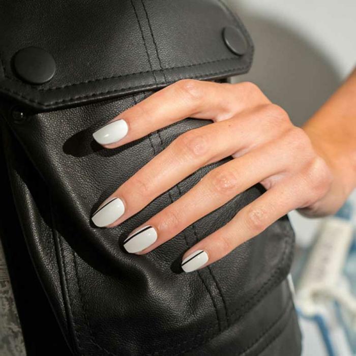 manicura en gel sencillo, diseños de uñas con elementos gráficos, fondo blanco y decoracion en negro