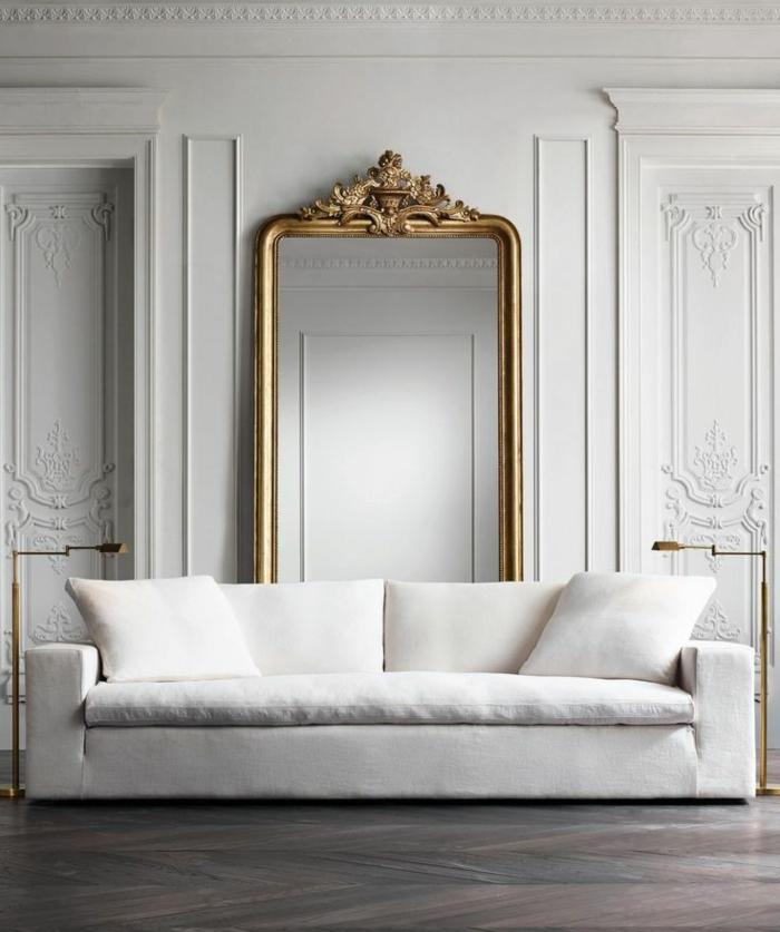 rincón con sofá de encanto, ideas de decoración con espejos para interiores en estilo vintage, sofá tapizada en capitoné color champán