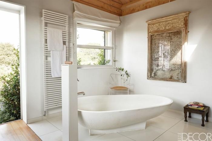 diseño de baño en estilo contemporáneo, baño de encanto decorado en blanco con decoración con espejos vintage