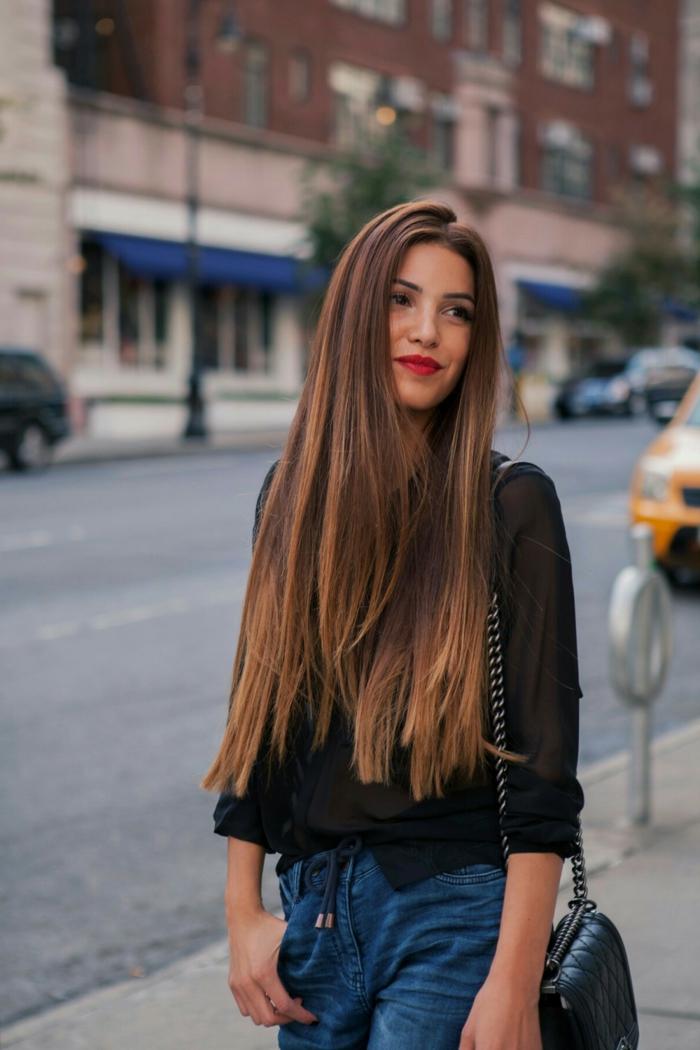 pelo largo alisado con partes en colores, mechas californianas en rubio cobrizo, pelo castaño grueso