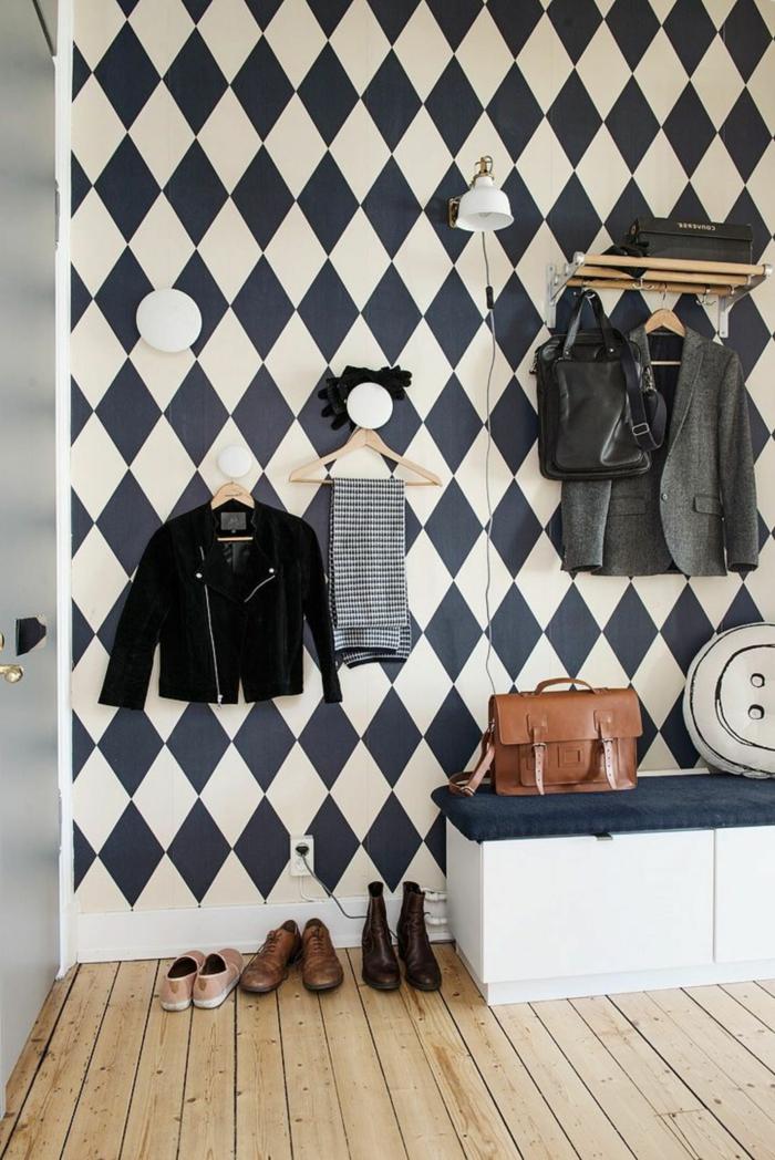 ejemplos de recibidores modernos, pared con papel pintado con motivos geométricos, banco con doble función