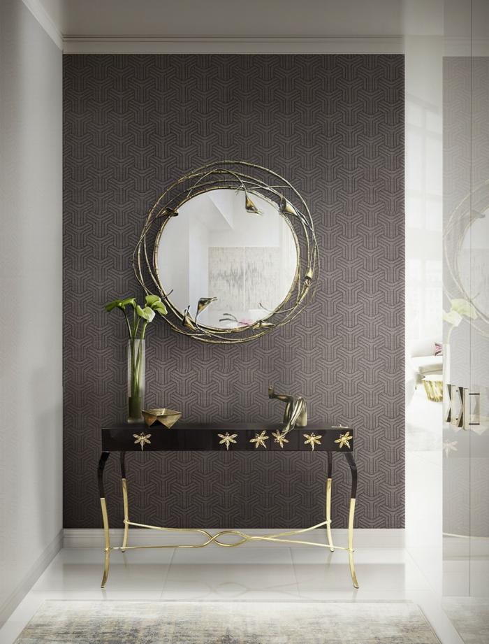 ideas bonitas con espejos para baños, espejo oval con marco espectacular, mesa pequeña ornamentada