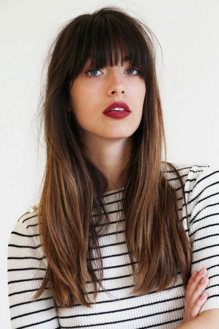 tipos de flequillos, flequillo recto largo, mujer con cabello lacio largo y denso, ideas de cortes para mujeres con caras largas