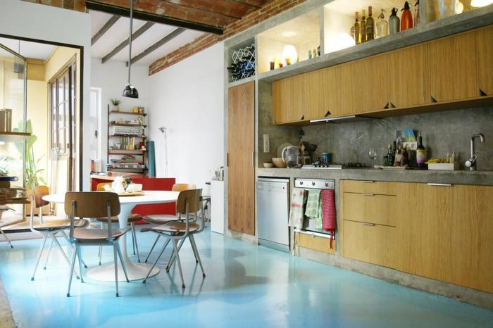 ideas para decorar tu cocina americana, objetos y detalles de madera, comedor pequeño con mesa oval, suelo en azul