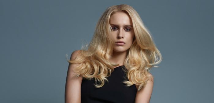 bonitos peinados con ondas, pelo con volumen rubio con grandes ondas en las puntas, tendencias pelo largo 2018
