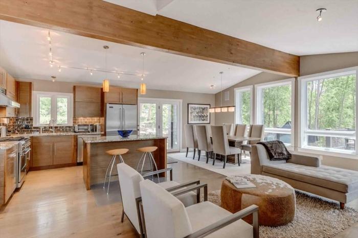 espacio de encanto decorado en beige y marrón, muchos sillones cómodos, salon comedor moderno tendencias