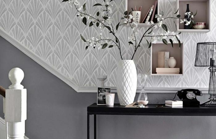 estupenda propuesta de recibidor decorado en gris y blanco, recibidores ikea en estilo moderno, paredes con papel pintado