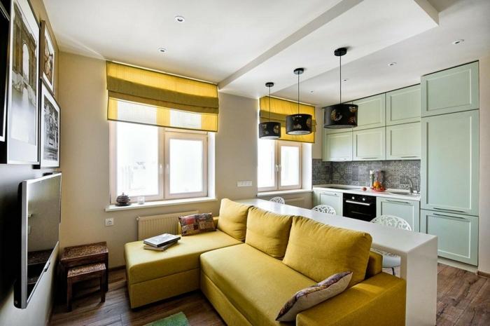 propuesta para decorar espacios pequeños, salon comedor en colores claros, detalles en color mostaza y menta, cuadros decorativos