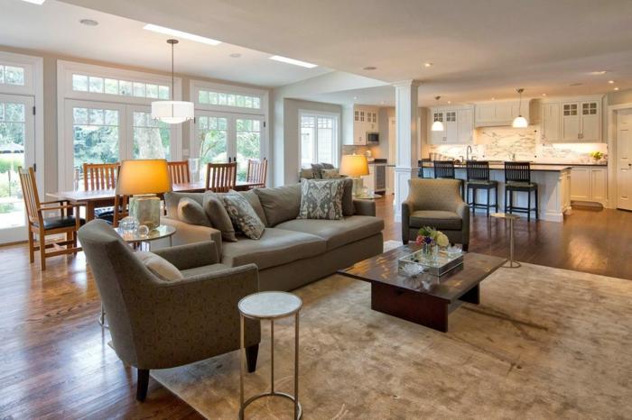 trucos para decorar un salon comedor, cocina con isla en colores claros, muebles del salon en gris, alfombra peluda en beige