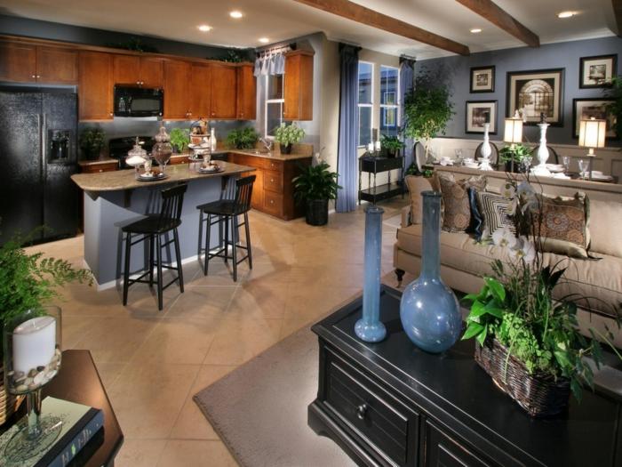 precioso diseño de salon comedor con cocina americana, detalles en azul porcelana, armarios de madera pintados en color oscuro, muchos cuadros decorativos