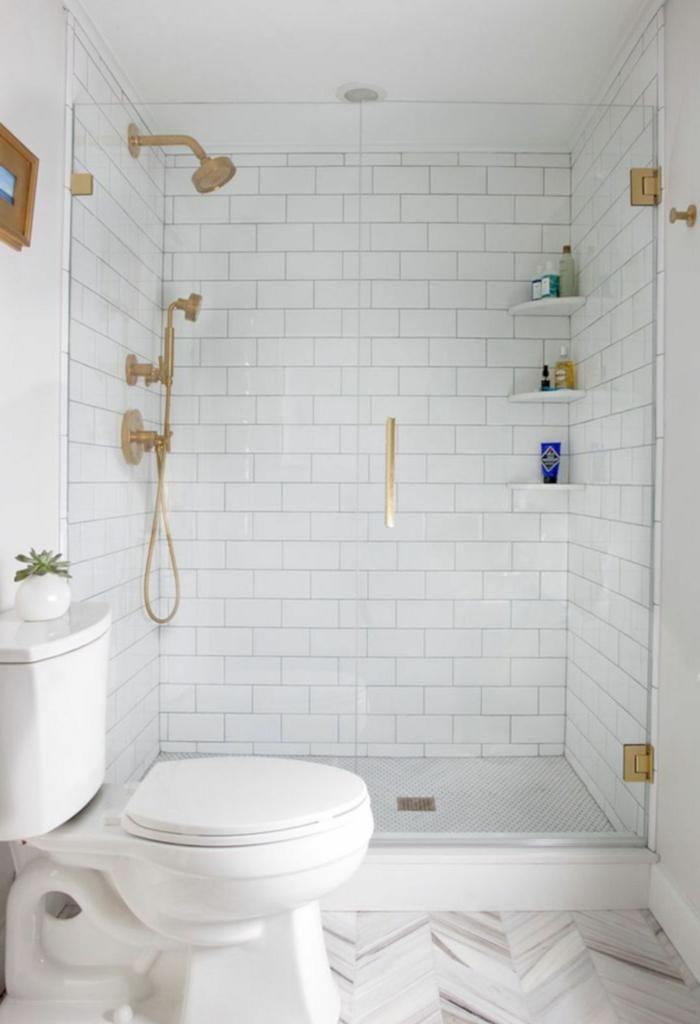 1001 ideas de decoracion para ba os peque os con ducha for Accesorios de bano dorados