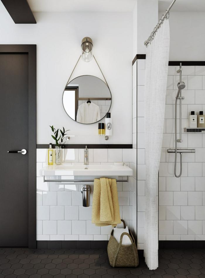 decoracion escandinava, decoracion baños pequeños, ducha de obra con cortina, espejo redondo, baldosas hexagonales y cuadras, marron y blanco