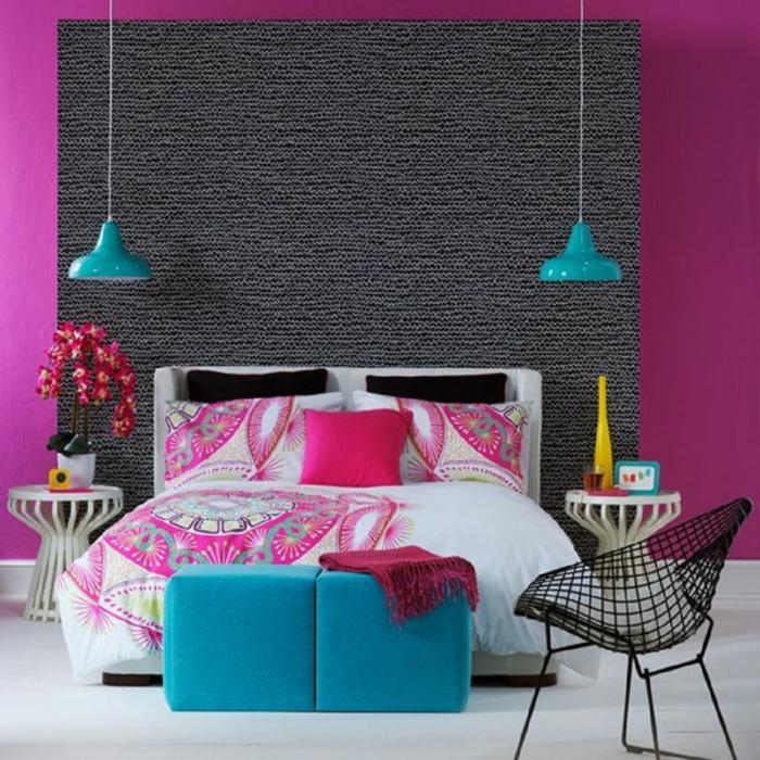 combinacion ciclamen gris, l'amparas colgantes azules, cama doble, silla con huecos, orchidea, suelo blanco, decoracion habitacion matrimonio