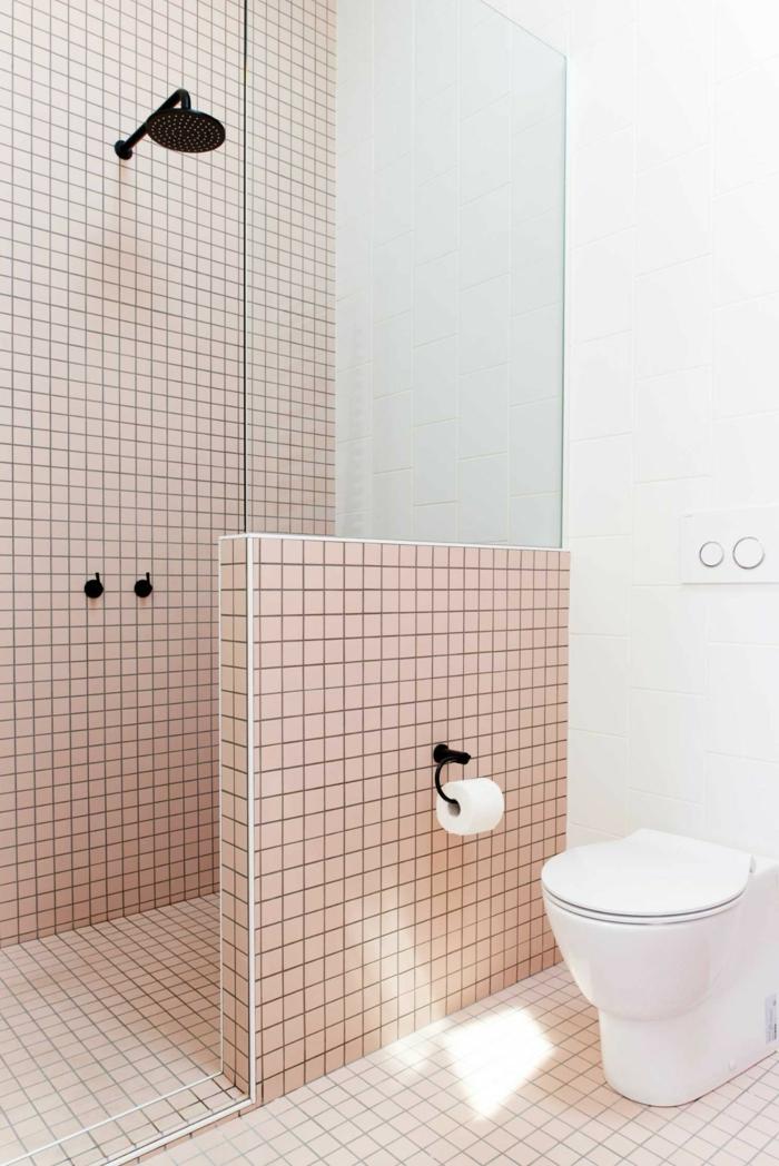 decoracion contemporanea, cuartos de baño, ducha de obra con mambara de baldosas y vidrio, color salmon combinado con negro